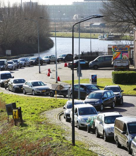 Breda onderzoekt tweede milieustraat in strijd tegen urenlange wachtrij