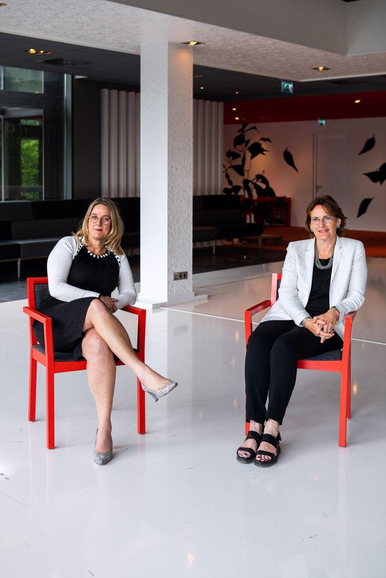 Maaike van Leuken, divisiedirecteur Nederlandsche Bank (links), en architect Francine Houben van Mecanoo. Beeld Catharina Gerritsen