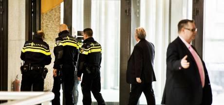 Wietactivist uit Groenlo springt van publieke tribune in Tweede Kamer
