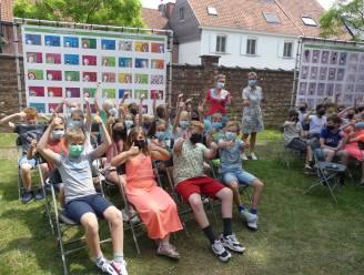 Machelse leerlingen brengen creatieve ode aan Raveel met openluchttentoonstelling