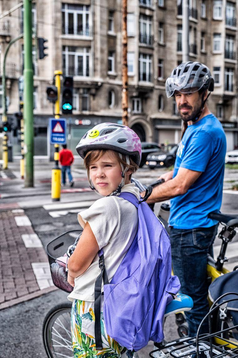 Antwerpenaar Pieter Franck en zijn dochter: 'Ik ben daarnet nog bijna van mijn sokken gereden, echt.'     Beeld Tim Dirven