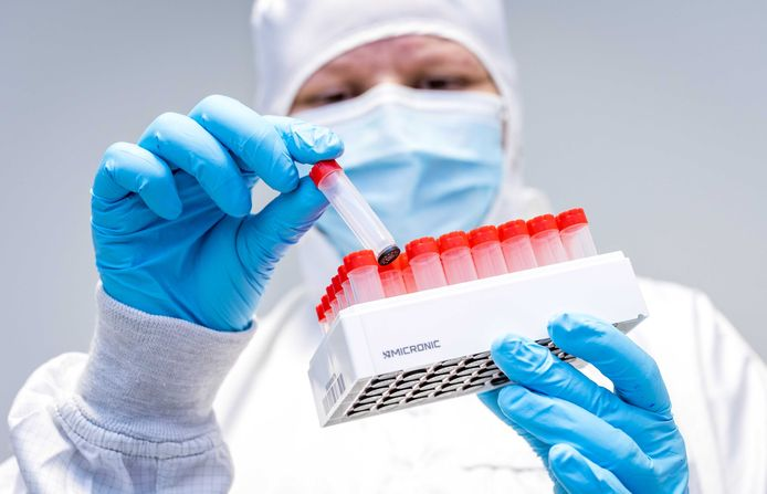 In de regio Rotterdam Rijnmond is ten minste één persoon besmet geraakt met een nieuwe variant van het coronavirus.
