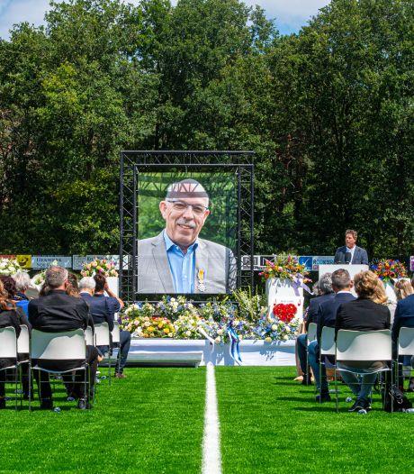 Herdenkingsplek bij voetbalvereniging SO Soest voor vorig jaar overleden oud-voorzitter Paul Smit