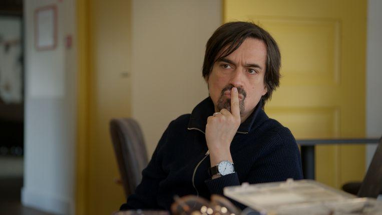 Toneelschrijver en regisseur Eric de Vroedt in de documentaire 'Terwijl het liefde was' Beeld Witfilm, K2