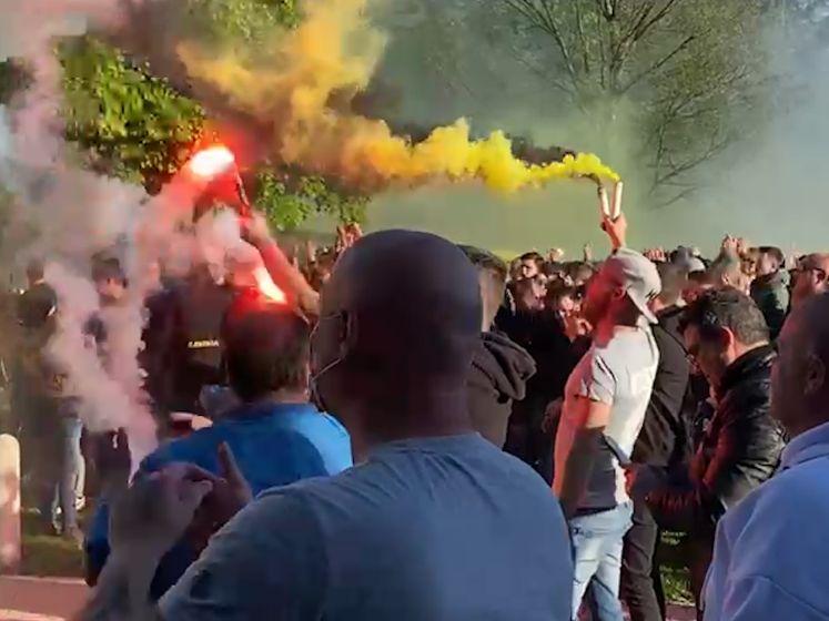 Uitbundige supporters verrassen NAC op trainingskamp
