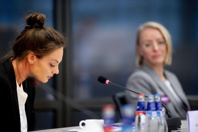 Oud-turnsters Danila Koster (L) en Petra Witjes tijdens een rondetafelgesprek met Kamerleden en betrokkenen over de (on)veiligheid in de turnsport.  Beeld ANP