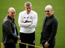 United-eigenaar Glazer stapt snel in zijn auto na vraag over excuses aan woedende fans