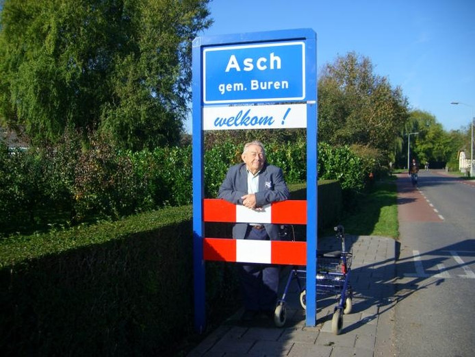 Teunis van Blijderveen wandelt dagelijks naar de rand van het dorp Asch.