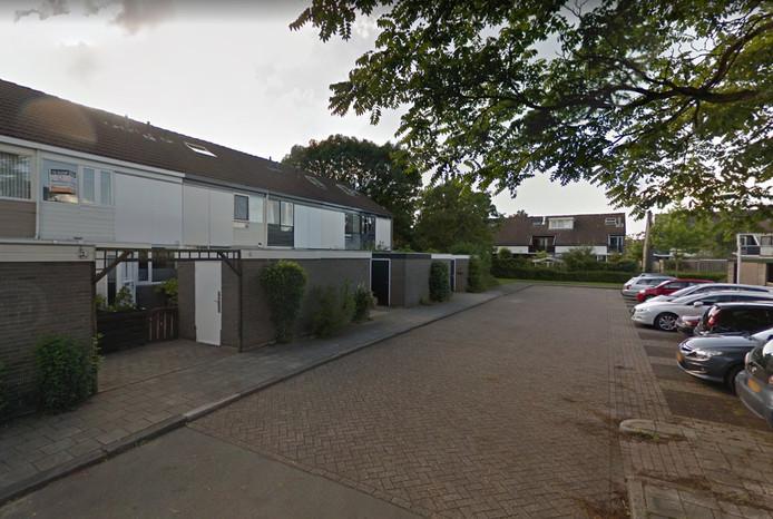Onder andere in de straat Boorn belde de man bij meerdere woningen aan.