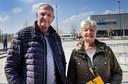 Echtpaar Frits (73) en Ria (71) de Jong uit Baarle-Nassau bij de XL-vaccinatielocatie Breepark in Breda.