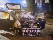 Auto brandt uit in Woerden, politie vermoedt brandstichting