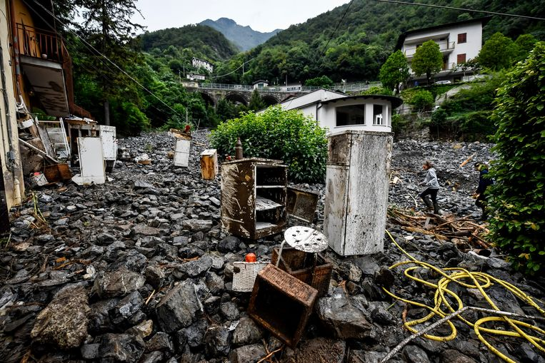 De gevolgen van het noodweer zijn goed zichtbaar in Laglio, dichtbij het Comomeer.  Beeld AP