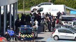IS eist aanslag Zuid-Frankrijk op, 26-jarige doodt drie mensen, politie schiet dader dood in supermarkt