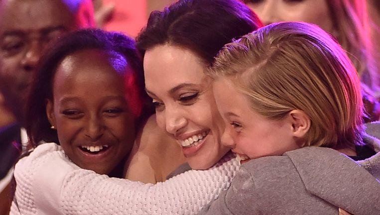 Angelina Jolie met dochters Zahara en Shiloh.