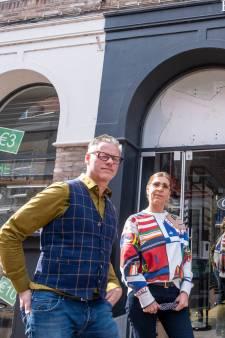 Inbrekers gaan aan de haal met dure Cartiermonturen, eigenaar brillenwinkel bedreigd