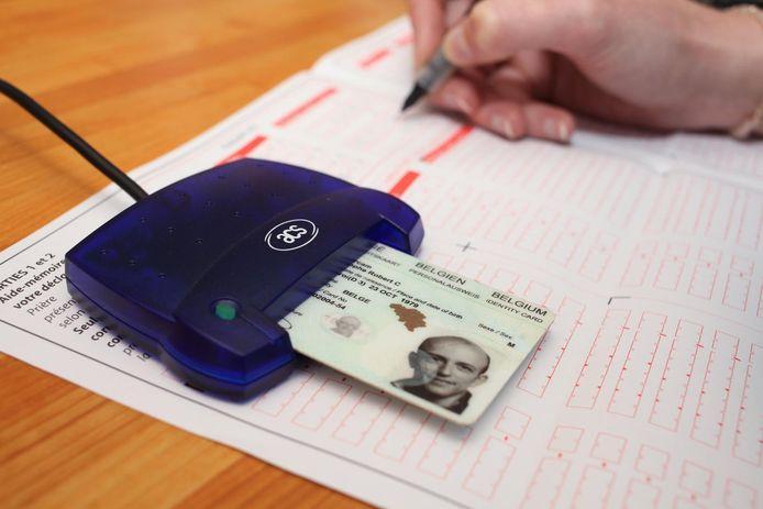 La date limite pour soumettre sa déclaration d'impôts sur papier est fixée au 30 juin. Les personnes qui utilisent Tax-on-web ont encore jusqu'au 15 juillet (archives)