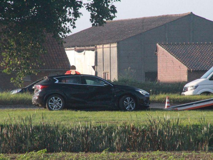 Beide auto's raakten beschadigd en moesten getakeld worden.