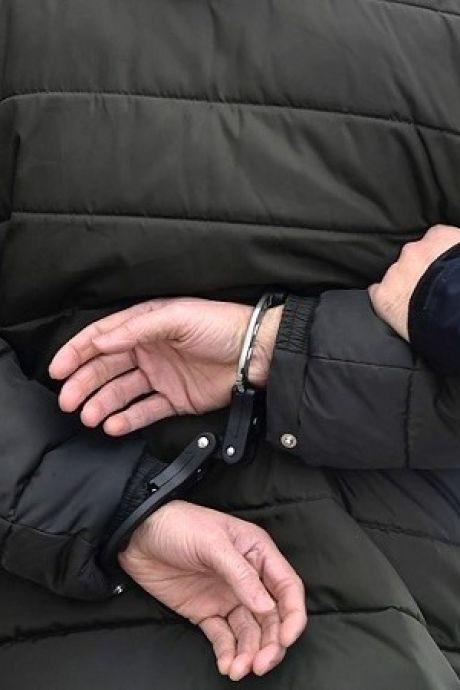 Politie vindt automatisch wapen en gasdrukpistool in Zierikzeese woning, man gearresteerd