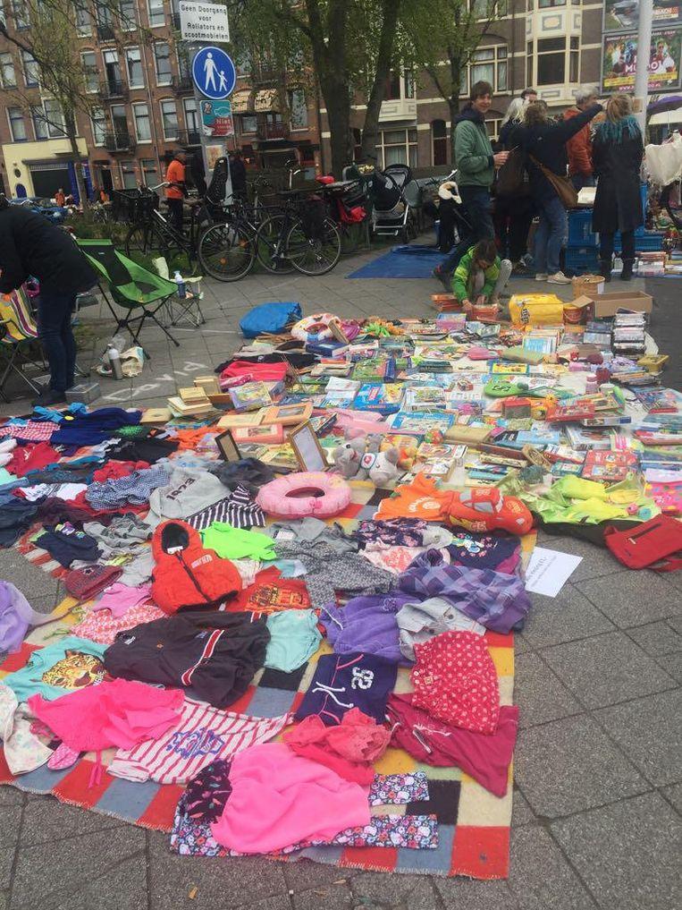 Tweedehands spulletjes in de Linnaeusstraat Beeld Olga Ketellapper