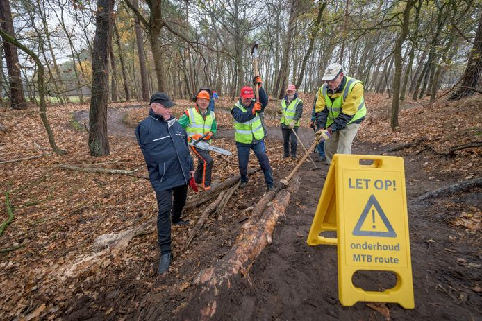 De onderhoudsploeg MTB-route van HTFC, vorig jaar genomineerd voor de Haaksbergse vrijwilligersprijs.