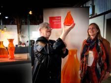 Verzamelaars zijn winnaars bij 'rel' om Oranjevaasjes: 'Dan rijden we toch twee keer naar Leerdam'