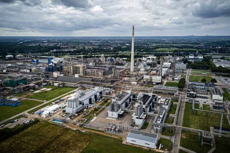Een luchtfoto van Industriecompleet Chemelot nabij het Limburgse Stein en Geleen. Op het terrein zit met name chemische industrie gevestigd van onder andere DSM en SABIC Europe BV.  Beeld HH, Rob Engelaar
