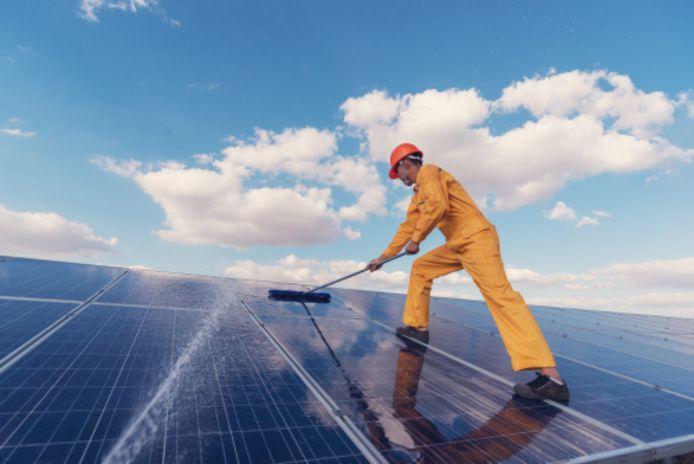 Zonnepanelen onderhouden voor een hoger rendement