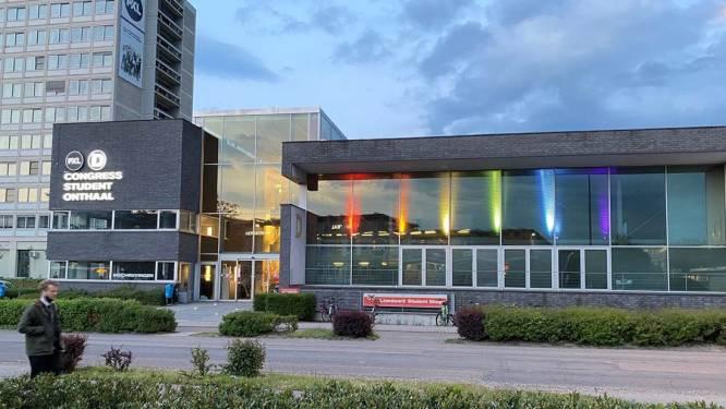 Gebouw PXL-Congress licht op in regenboogkleuren