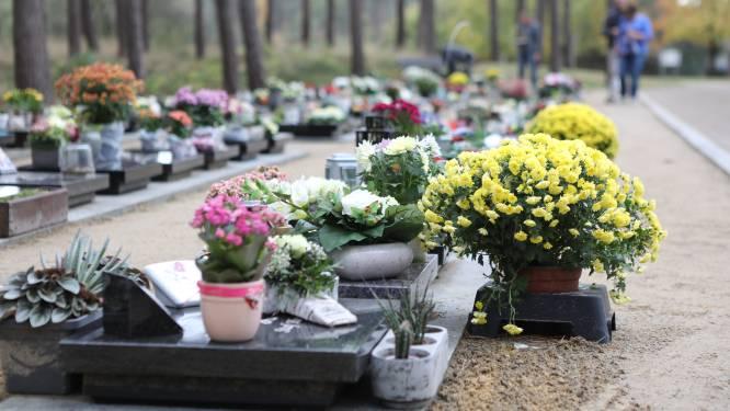 Bloemen verdwijnen vanaf 30 november aan graven
