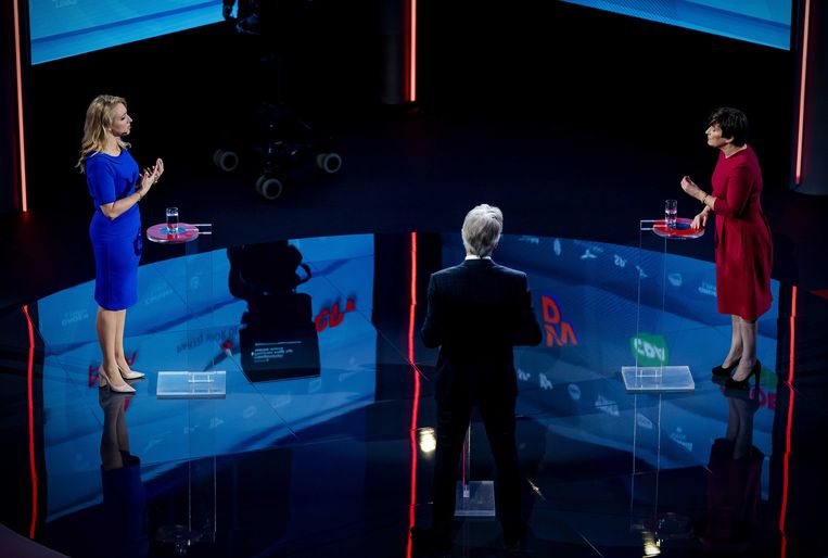 Lilian Marijnissen (SP) en Lilianne Ploumen (PvdA) tijdens een verkiezingsdebat van de NOS. Beeld ANP