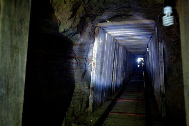 Een in november 2011 door de Amerikaanse autoriteiten ontdekte tunnel. Het gaat om een geavanceerde tunnel met licht en ventilatie die tussen San Diego en Tijuana liep. Beeld AP