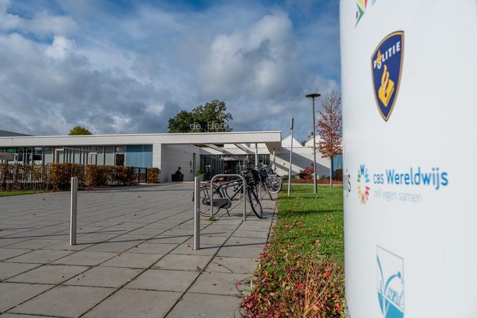 Gebruikers van mfa De Heerd in Heerde hebben last van te veel koolstofdioxide in de leslokalen.