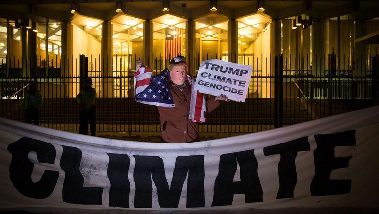 Protestactie in Londen nadat Trump in november 2016 bekendmaakte binnen een jaar van het klimaatakkoord van Parijs af te willen. Beeld afp