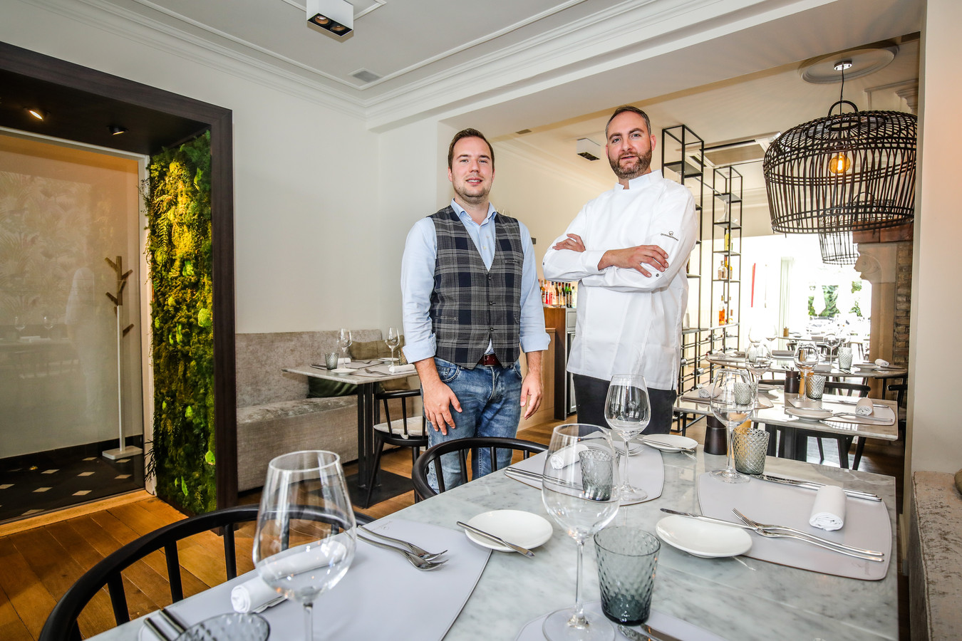 Yentl Versyp en Jan Supply in restaurant Goesepitte43.