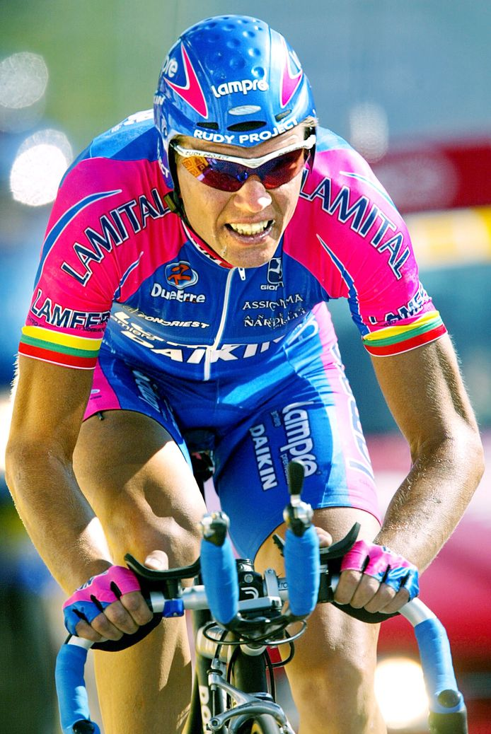 Vader Raimondas Rumsas, hier in actie tijdens de Tour van 2002, werd op zijn beurt in 2003 al betrapt op het gebruik van EPO.