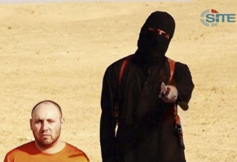 Steven Sotloff met 'Jihadi John' in een still uit de onthoofdingsvideo.