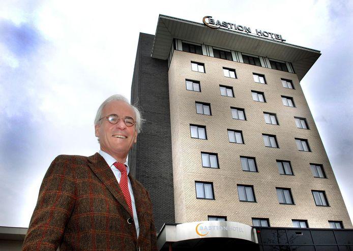 Eigenaar Maik Willems van Bastion Hotels bij het hotel langs de N3 in Dordrecht, dat vanaf volgend jaar fors wordt uitgebreid en vernieuwd.