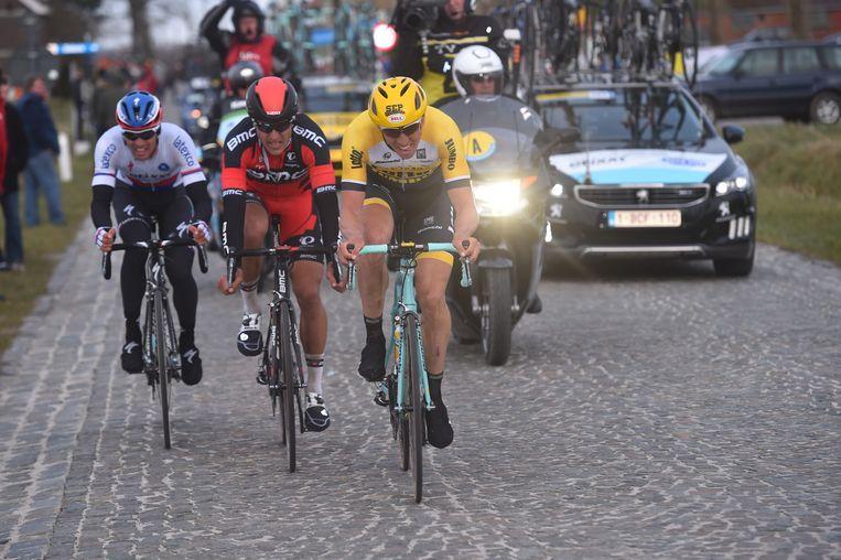 Vanmarcke reed op adrenaline in de achtervolging. Van Avermaet en Stybar zagen af in het wiel Beeld Tim De Waele