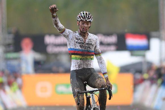 Van der Poel won bij z'n terugkeer in het veld.