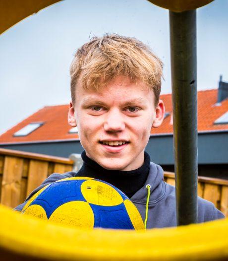 Sam (16) uit Almelo verlaat Amicitia Vriezenveen om korfbaldroom waar te maken: 'Eerst nog even examen doen'