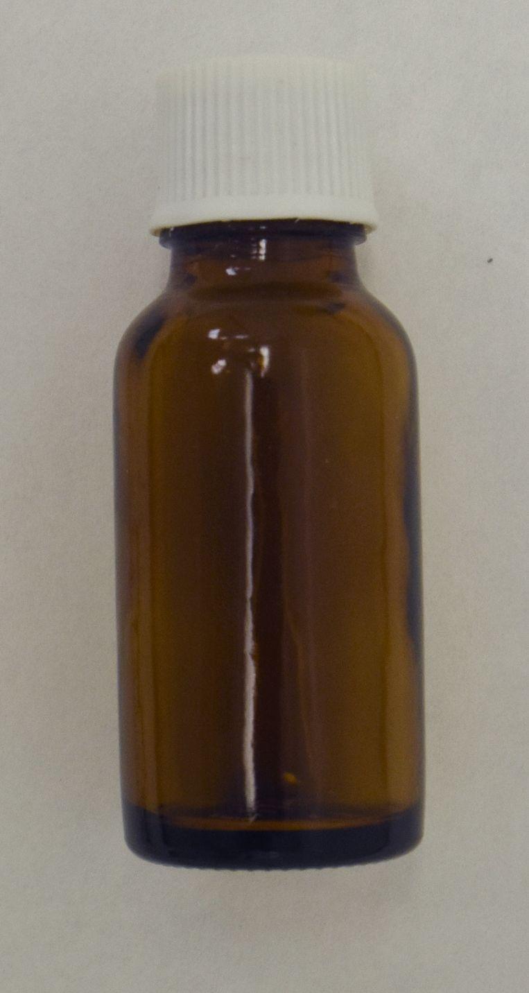 Het flesje waarin het kaliumcyanide zat. Beeld