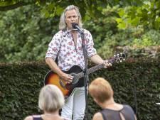 Erwin Nyhoff treedt weer op: 'Heb me afgevraagd hoe ik m'n gezin met 3 kinderen nog moest onderhouden'