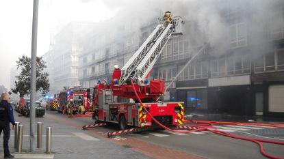 Acht bewoners naar ziekenhuis na uitslaande brand in appartement op tweede verdieping Europacentrum