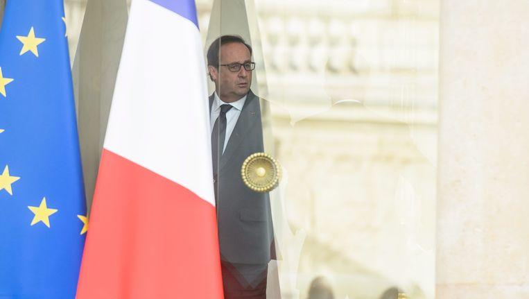 Hollande na afloop van het eerste kabinetsberaad sinds de aanslagen in Parijs Beeld epa