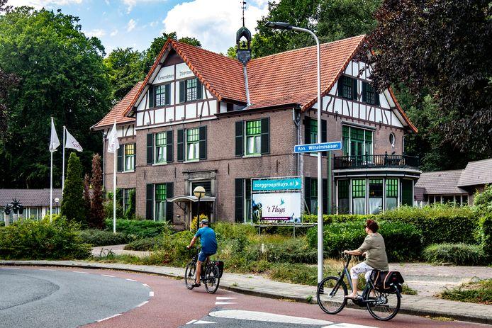 Het voormalige gemeentehuis van de oud-gemeente Diepenveen aan de Koningin Wilhelminalaan in Schalkhaar. Hier is Bartosz Chorobinski voor zover bekend voor het laatst gezien. Sinds vorige week woensdag is hij niet gezien.