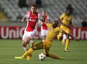 Ondanks de 0-1 van Lucas Andersen (l) kwam Ajax tegen APOEL niet verder dan een gelijkspel.