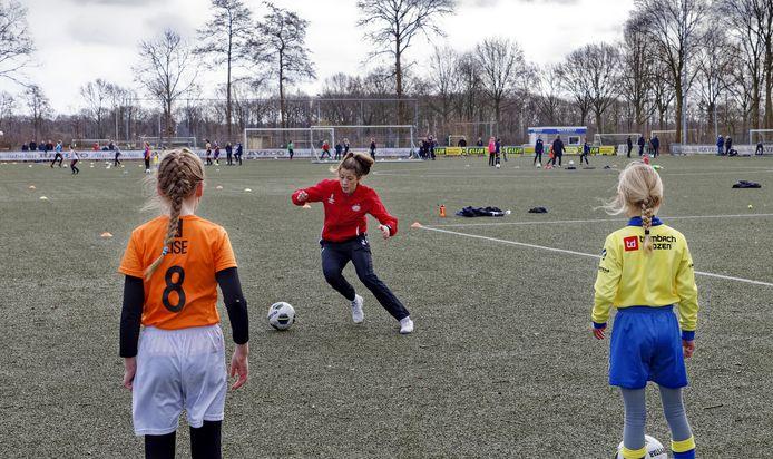 DESK clinic PSV met Nurija van schoonhoven (rood trainings jack) kaatsheuvel