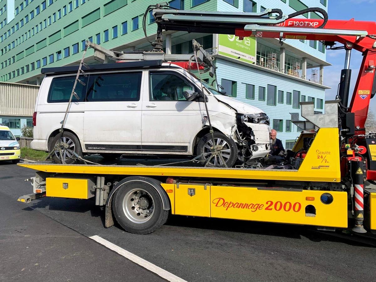 De gestolen wagen werd getakeld.