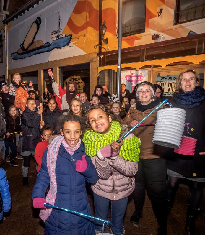 Ons Zeezout hielp mee met de lampionnenoptocht van Wijkraad Binnenstad Terneuzen en de ondernemers uit de Nieuwstraat.