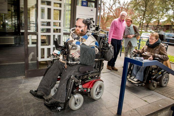 Martijn Kloosterman woont al 20 jaar in een Bredase woonvoorziening. Hij is de enige bewoner die na de renovatie van het pand niet mag terugkeren.